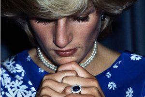 princess diana engagment ring sapphire